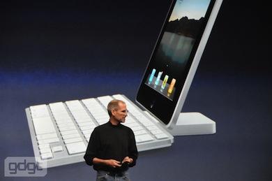 Steve Jobs i iPad tablet: dok i zewnętrzna klawiatura - foto: http://gdgt.com